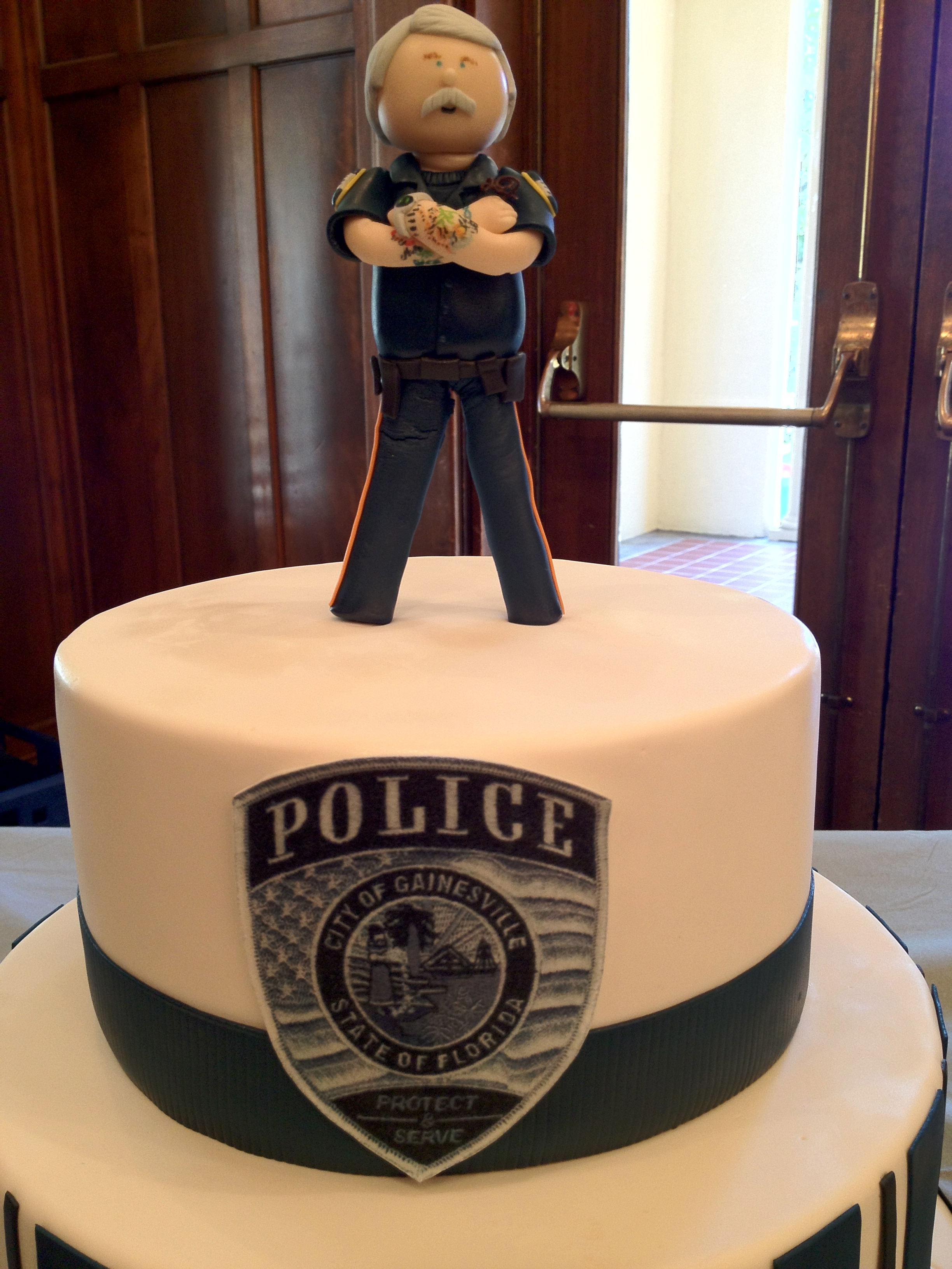 Cake Decorations For Police Cake : Richard Armstrong retirement Cake Fred Posner